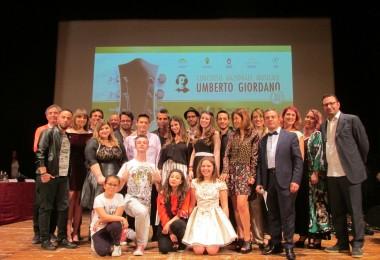 I vinvitori del Talent Voice con Piero Pelù, la giuria e gli organizzatori del Concorso sul palco del Teatro Giordano