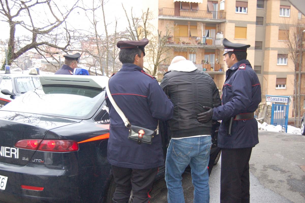 Catania, spacciatore arrestato in flagranza di reato