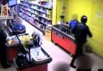 rapina-supermercato-polizia-2