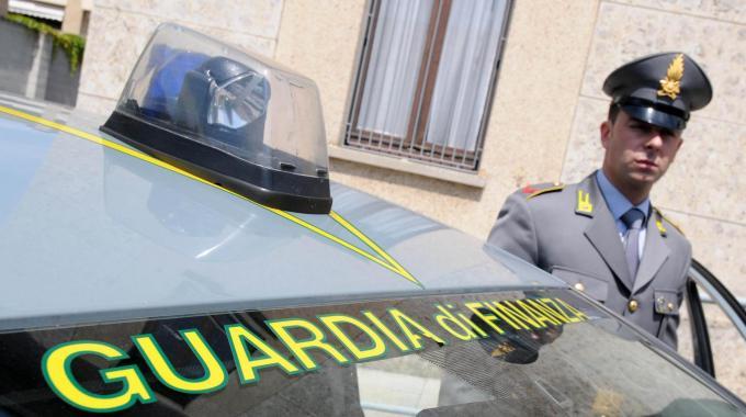 Photo of SEQUESTRATO A LUCERA DEPOSITO INCONTROLLATO DI RIFIUTI DI 5.000 MQ. DENUNCIATO IL TITOLARE DEL FONDO.