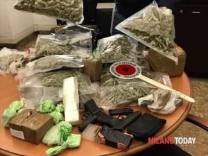 Droga marijuana pistola polizia 8