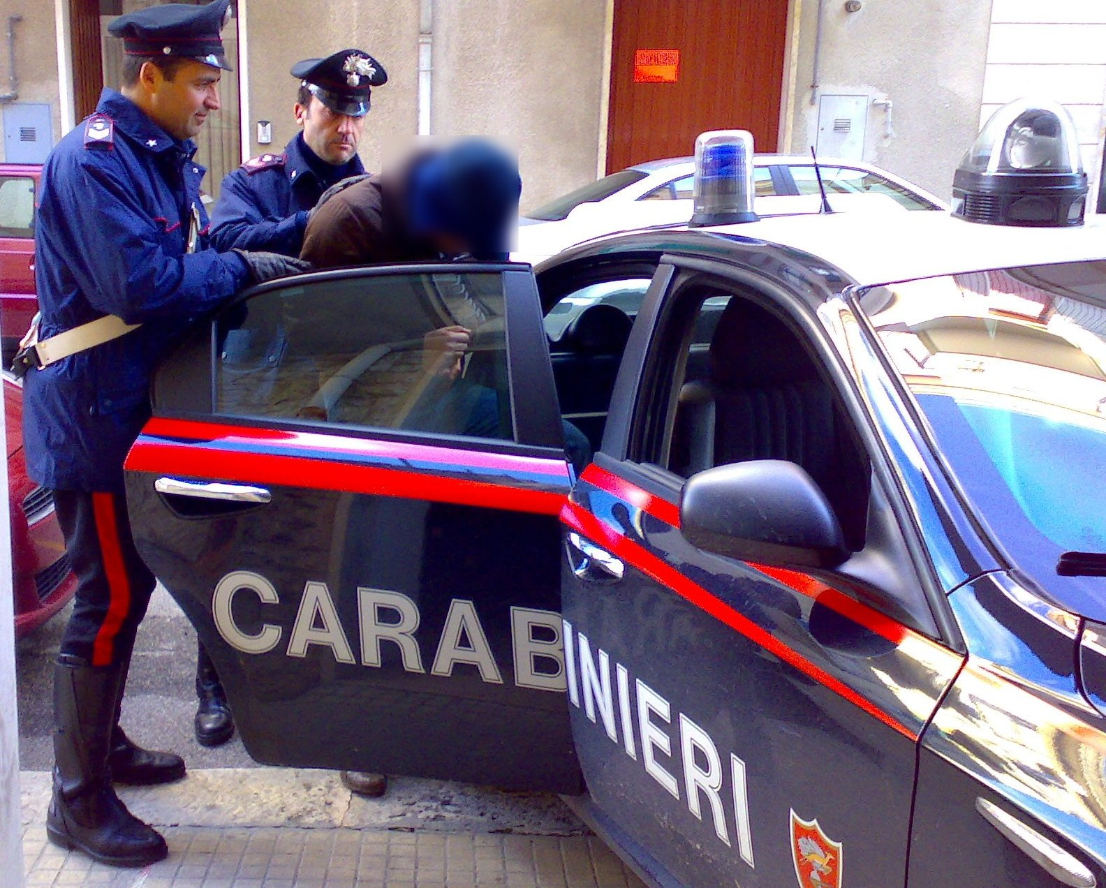 Photo of PREGIUDICATO TENTA DI INTRODURSI ALL'INTERNO DI UN GARAGE -ARRESTATO DAI CARABINIERI