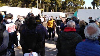 """Photo of Ambulanti protestano contro la chiusura dei mercati """"VOGLIAMO LAVORARE"""""""