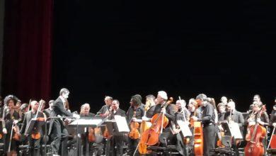 Photo of Il M° Luca Testa, primo direttore d'orchestra di San Severo, a dirigere sul palco del teatro Petruzzelli di Bari.