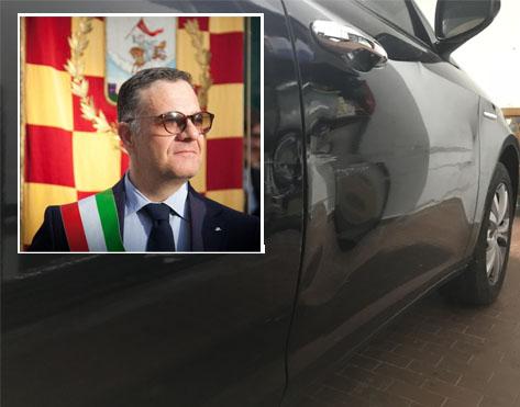 Photo of San Severo: Vandalizzata l'auto del sindaco Miglio che risponde su facebook all'autore del gesto